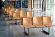 bancs dans la salle d'attente d